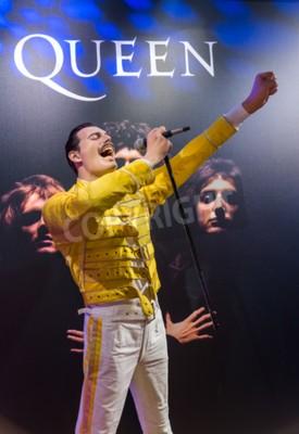 Fotomural AMSTERDAM, PAÍSES BAIXOS - 25 DE ABRIL DE 2017: estátua de cera Freddie Mercury no museu Madame Tussauds, em 25 de abril de 2017, em Amsterdã, Países Baixos.