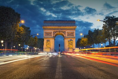 Fotomural Arc de Triomphe. Image of the iconic Arc de Triomphe in Paris city during twilight blue hour.
