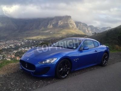 Fotomural Azul Maserati com Table Mountain em segundo plano