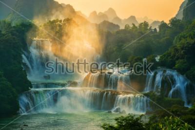 Fotomural Bangioc - cachoeira Detian está localizada na fronteira com a China e o Vietnã, é famosa por água de ambos os países. Há um serviço de barco de turista para ver nas proximidades da cachoeira.