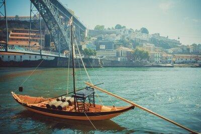 Fotomural Barco de Rabelo, transporte tradicional de vinho do Porto no rio Douro.
