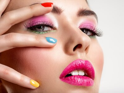 Fotomural Beautiful fashion woman with a colored nails. Attractive white girl with multicolor manicure.