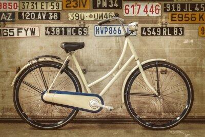 Fotomural Bicicleta da senhora do vintage em uma fábrica velha