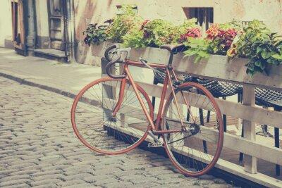 Fotomural Bicicleta na rua de idade. Vintage estilizado.
