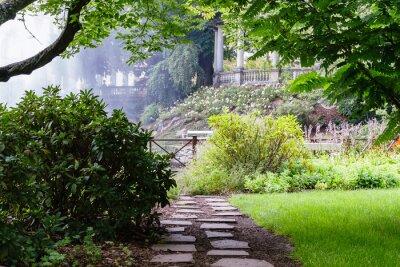 Fotomural Bonito caminho no belo jardim de verão