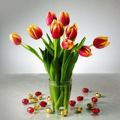 Fotomural Buquê de tulipas frescas e chocolate amarelo vermelho pequeno easter por exemplo