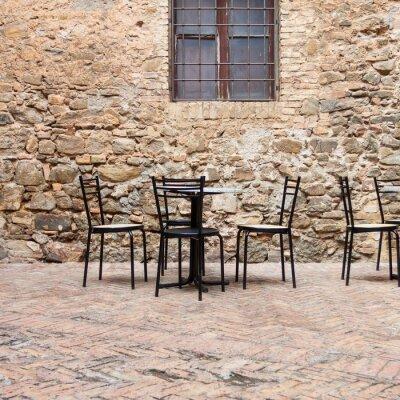 Fotomural Café ao ar livre velha em uma rua toscana tradicional