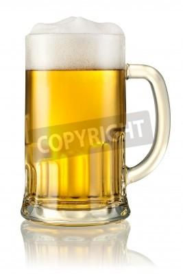 Fotomural Caneca com cerveja isolada no branco Com trajeto de grampeamento