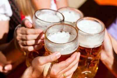 Fotomural Cerveja fresca em um jardim da cerveja
