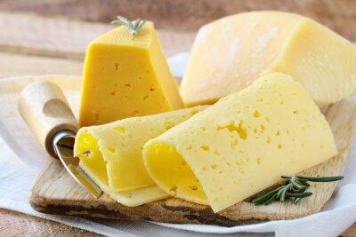 Fotomural Cheeseboard tipos diferentes de queijo para um aperitivo
