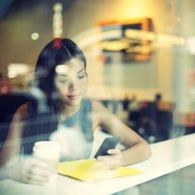 Fotomural Cidade Cafe estilo de vida da mulher no café telefone beber