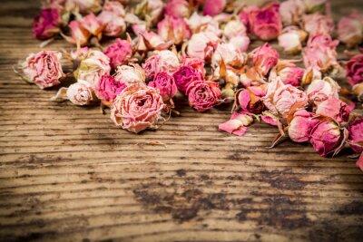 Fotomural Closeup de rosas secas sobre fundo de madeira