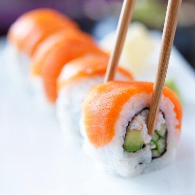 Fotomural comer sushi com chopstricks