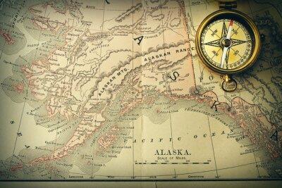 Fotomural Compasso antigo sobre o mapa do século XIX