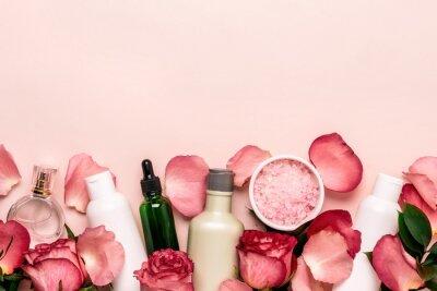 Fotomural Conjunto de cosméticos naturais de rosas. Conceito de beleza e cuidados com a pele
