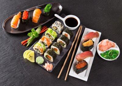 Fotomural Conjunto de frutos do mar sushi japonês