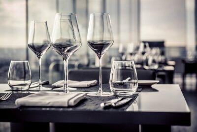 Fotomural Copos vazios em restaurante