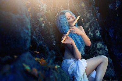 Fotomural Criatura etérea da floresta tocando flauta