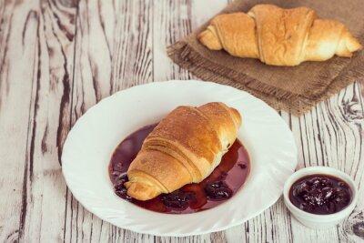 Fotomural Croissants tradicionais com geléia no café da manhã