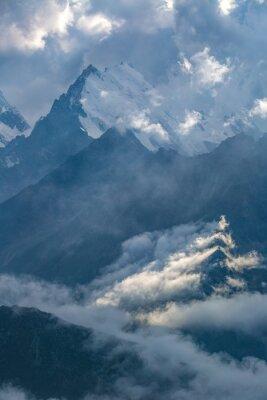 Fotomural Dia nublado nas montanhas
