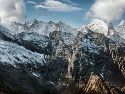 Fotomural Dombai. Cenário de montanhas rochosas na região do Cáucaso, na Rússia