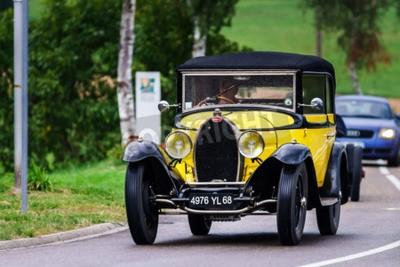 Fotomural Editorial, 12 de setembro de 2015: França: XXXIIeme Festival Enthousiastes Bugatti em Molsheim. Carro do vintage.