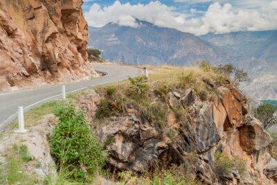 Fotomural Estrada de montanha entre Balsas e Leimebamba, Peru.