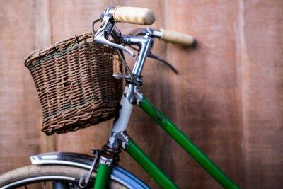 Fotomural Feche acima da vista de uma bicicleta verde velha