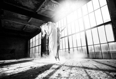 Fotomural Foto com pessoa e asas de anjo