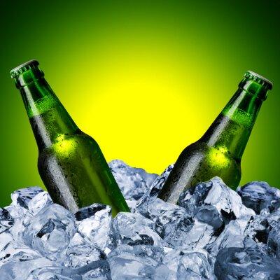 Fotomural Frascos de cerveja no cubo de gelo
