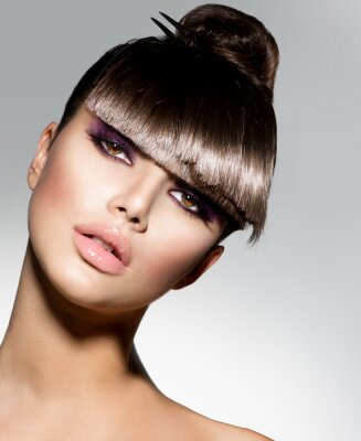 Fotomural Fringe. Fashion Girl Modelo Com Penteado na moda