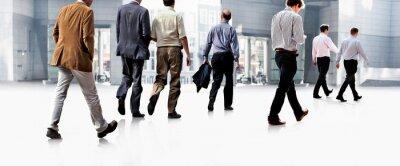Fotomural Funcionários indo contra o escritório. Panorama.
