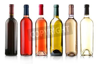 Fotomural Garrafas de vinho na fila isolado no branco