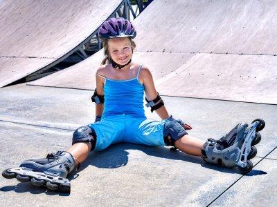 Fotomural Girl riding on roller skates .