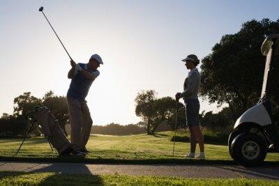 Fotomural Golfe casal a primeira tacada para o dia