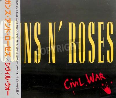 Fotomural GOMEL, BIELORÚSSIA - 18 DE AGOSTO DE 2015: CD GUNS N ROSES Guerra Civil (1993), Guns N Roses é uma banda de hard rock americana de Los Angeles formada em 1985.