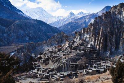 Fotomural Himalaya montanhas no Nepal, vista da pequena aldeia Braga no circuito Annapurna