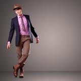 Sexy modelo homem moda posando nu top dramática no estúdio fotomural ... 4261e3f22ec