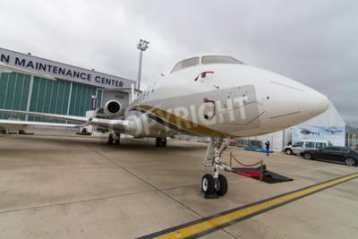 Fotomural ISTAMBUL, TURQUIA - 27 de setembro de 2014: a Bombardier Global Express 5000 em Istambul Airshow que detinha no Aeroporto Ataturk