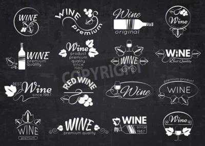 Fotomural Jogo de etiquetas, de emblemas e de logotipos do vinho para o projeto sobre o quadro-negro. Ilustração do vetor.