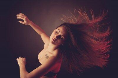 Fotomural Jovem, morena, caucasiano, mulher, dançar, seu, cabelo, fluir, através, ar