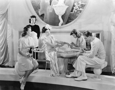 Fotomural Jovem, mulher, sendo, pampered, três, mulheres, homem