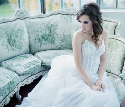 Fotomural Jovem noiva sensual após recepção de casamento