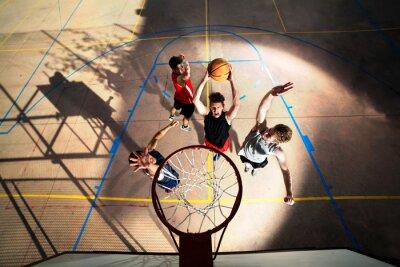 Fotomural jovens jogadores de basquete que jogam com energia