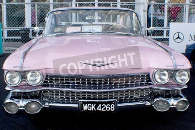 Fotomural KUALA LUMPUR, MALAYSIA - MARCH 27 : A Cadillac on display during the 8th KL Vintage and Classic Car Concourse at Petronas Pit Pulse KLCC March 27, 2010 in Kuala Lumpur, Malaysia.
