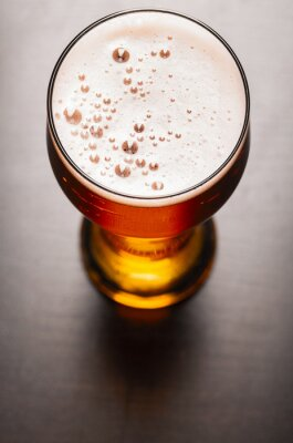 Fotomural lager cerveja na mesa