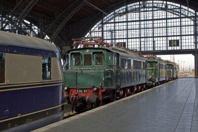 Fotomural locomotivas velhas na estação de comboio