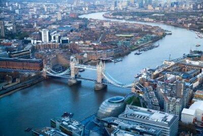 Fotomural LONDRES, Reino Unido - APRIL15 de 2015: Ponte da torre no por do sol.