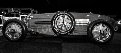 Fotomural Maastricht, Holanda - 08 de janeiro de 2015: Carro de competência Bugatti Type 54, 1931. Preto e branco. Exposição InterClassics & Topmobiel 2015 Internacional