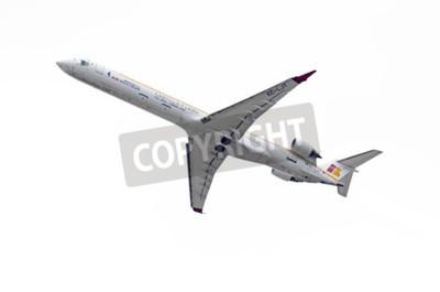 Fotomural MADRID, ESPANHA - 03 de maio de 2015: Aviões Canadair CRJ--Bombardier 1000-, da companhia aérea -Air Nostrum-, está decolando do aeroporto de Madrid-Barajas -Adolfo Suarez-, em 03 de maio de 2015.